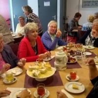 Beelden van de High Tea in de Oase